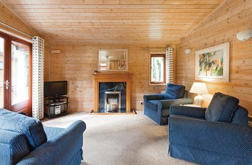Last Minute Cottages - Gorgeous Matlock Lodge S109585