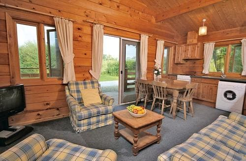 Last Minute Cottages - Cosy Criccieth Lodge S109592