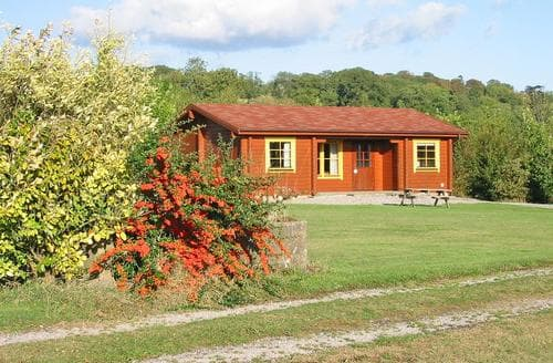 Last Minute Cottages - Captivating Wells Lodge S109625