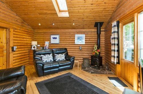 Last Minute Cottages - Luxury Ilkley Moor Lodge S109660