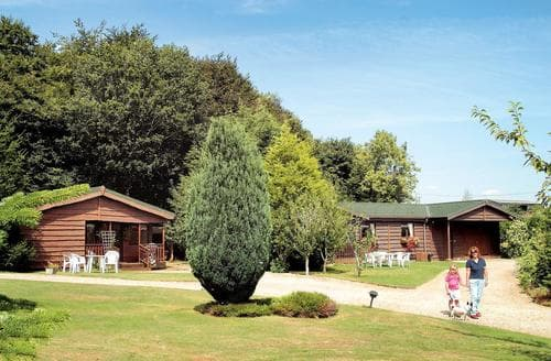 Last Minute Cottages - Stunning Chittoe Heath Lodge S109757