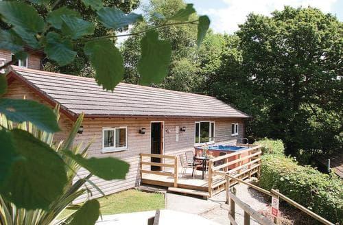 Last Minute Cottages - Exquisite Stratton Lodge S109848
