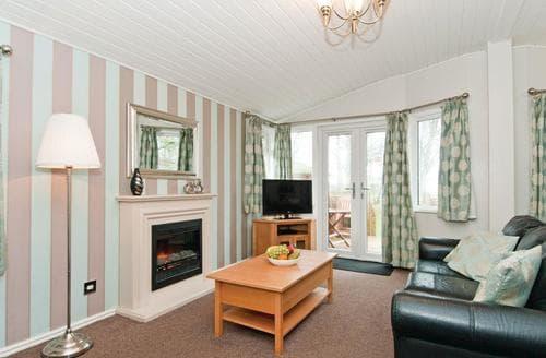 Last Minute Cottages - Excellent Cotswolds Lodge S109877