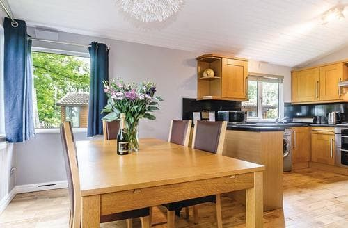 Last Minute Cottages - Gorgeous Cotswolds Lodge S109884