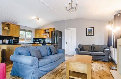 Big Cottages - Gorgeous Cotswolds Lodge S109888