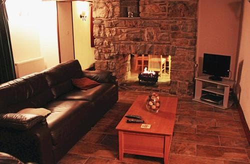 Last Minute Cottages - Luxury St Dogmaels Lodge S110011