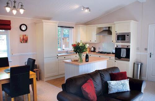 Last Minute Cottages - Excellent Cotswolds Lodge S110061