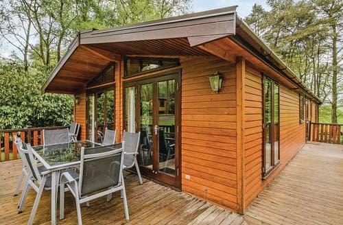 Last Minute Cottages - Captivating Matlock Lodge S110132