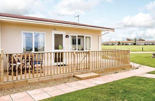 Last Minute Cottages - Luxury Bacton Lodge S110184