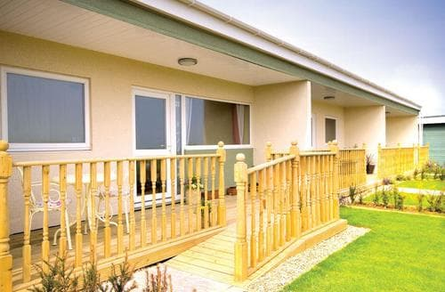 Last Minute Cottages - Inviting Bacton Lodge S110191