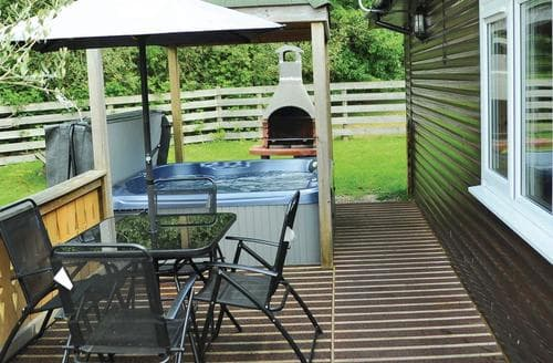 Last Minute Cottages - Quaint Brecon Beacons National Park Lodge S110212