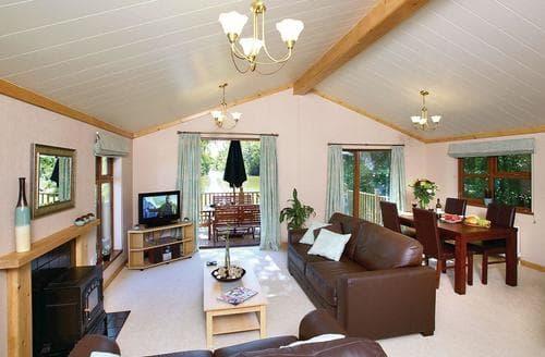 Last Minute Cottages - Superb Cullompton Lodge S110300