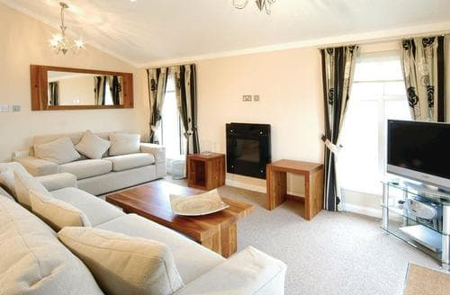 Last Minute Cottages - Wonderful Warmwell Lodge S110332