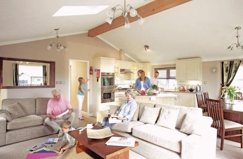 Last Minute Cottages - Luxury Warmwell Lodge S110352