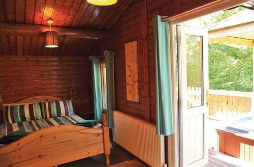 Last Minute Cottages - Quaint Brecon Beacons National Park Lodge S110360
