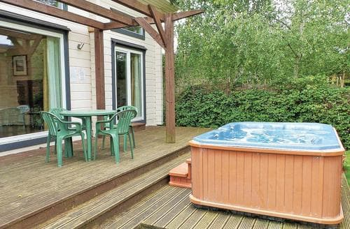Last Minute Cottages - Beautiful Roydon Lodge S110374