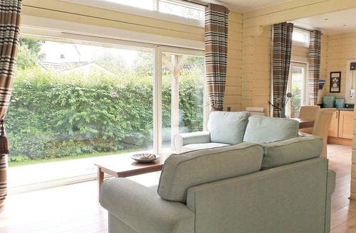 Last Minute Cottages - Luxury Roydon Lodge S110376