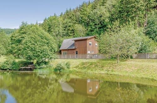 Last Minute Cottages - Wonderful Llangollen Lodge S110430