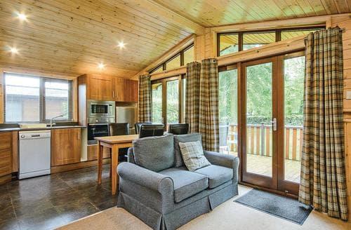 Last Minute Cottages - Gorgeous Matlock Lodge S110446
