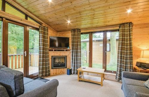 Last Minute Cottages - Lovely Matlock Lodge S110447