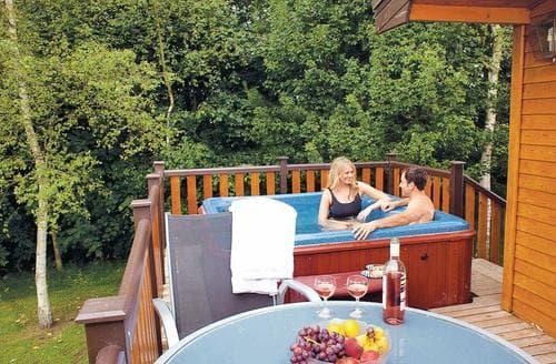 Last Minute Cottages - Lovely Ashbourne Lodge S110471