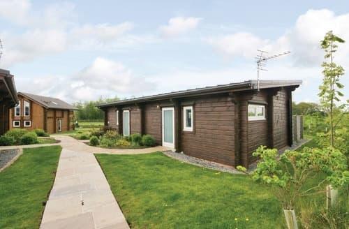 Last Minute Cottages - Cosy Carlton Miniott Lodge S110509