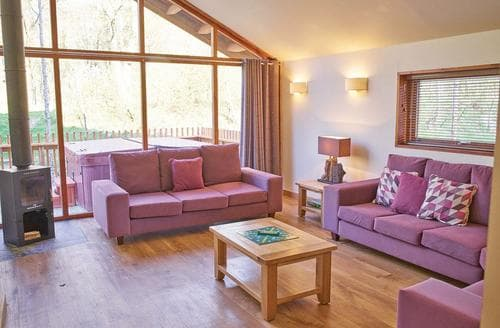 Last Minute Cottages - Lovely Arrochar Lodge S110605