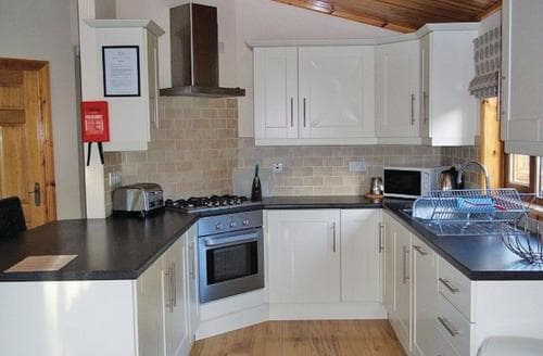 Last Minute Cottages - Cosy Littlehampton Lodge S110609