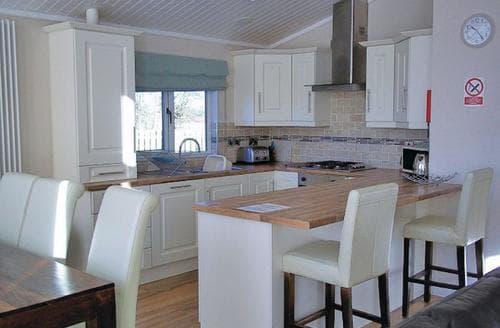 Last Minute Cottages - Gorgeous Littlehampton Lodge S110611