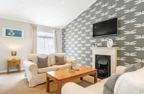 Last Minute Cottages - Lovely Cotswolds Lodge S110657
