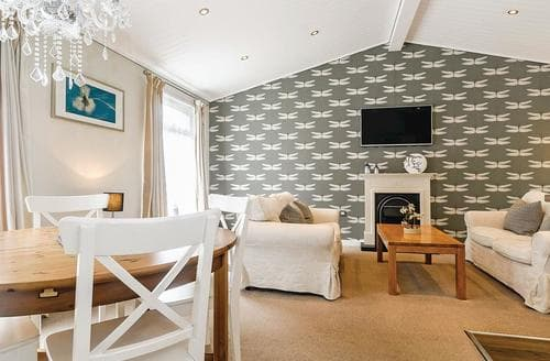 Last Minute Cottages - Cosy Cotswolds Lodge S110663