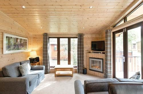 Last Minute Cottages - Charming Matlock Lodge S110693