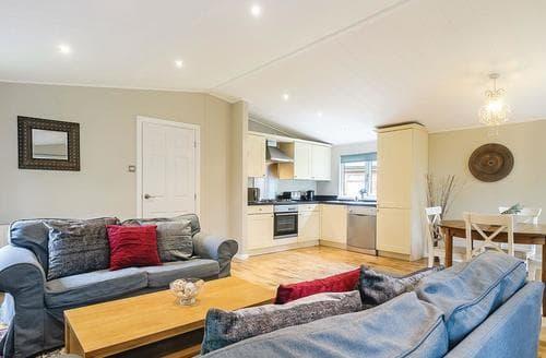 Last Minute Cottages - Beautiful Cotswolds Lodge S110737