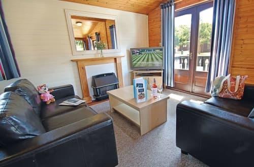 Last Minute Cottages - Delightful Milford On Sea Lodge S110795