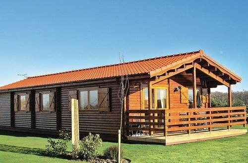 Last Minute Cottages - Luxury Messingham Lodge S110835