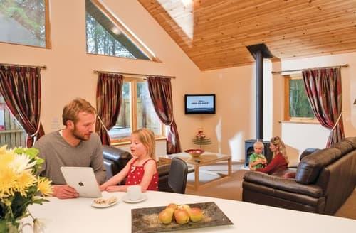 Last Minute Cottages - Luxury Fowlis Lodge S111082