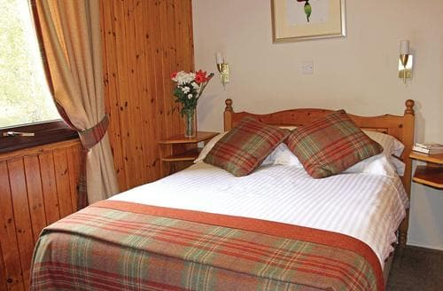 Last Minute Cottages - Cosy Carrbridge Lodge S111315