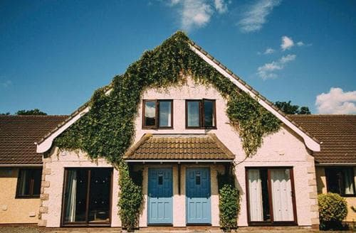 Big Cottages - Tasteful Wrea Green Lodge S111324