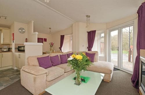 Last Minute Cottages - Cosy Overseal Lodge S111498