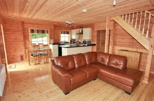 Last Minute Cottages - Cosy Llanrhystud Lodge S111554