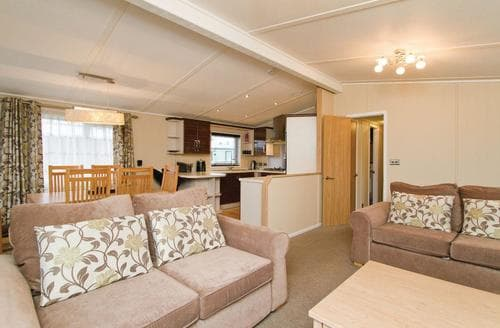 Last Minute Cottages - Attractive Hunters Quay Lodge S111649