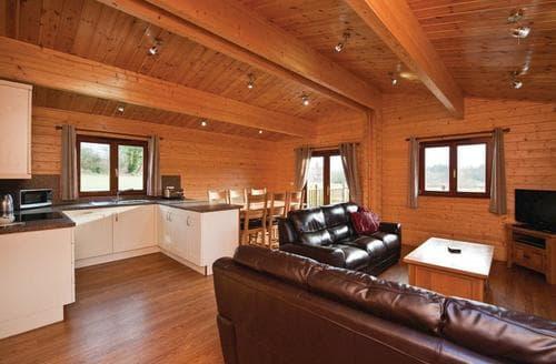 Last Minute Cottages - Beautiful Wenhaston Lodge S111717