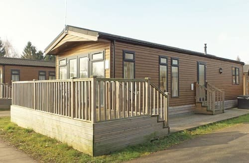 Last Minute Cottages - Wonderful Roydon Lodge S111900