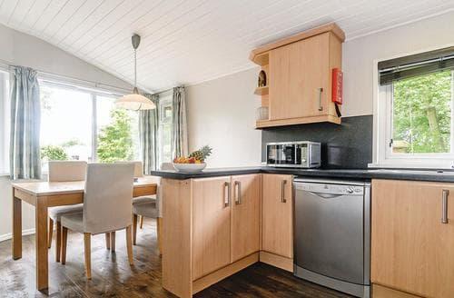 Last Minute Cottages - Captivating Cotswolds Lodge S111921