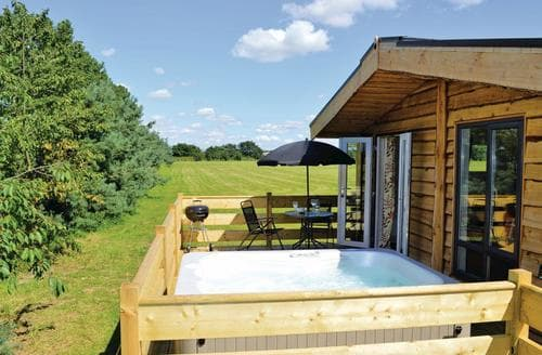 Last Minute Cottages - Tasteful Messingham Lodge S111925