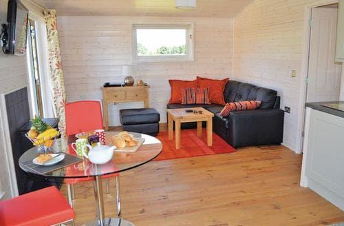 Last Minute Cottages - Adorable Messingham Lodge S111923