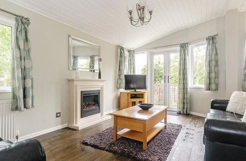 Last Minute Cottages - Wonderful Cotswolds Lodge S111929