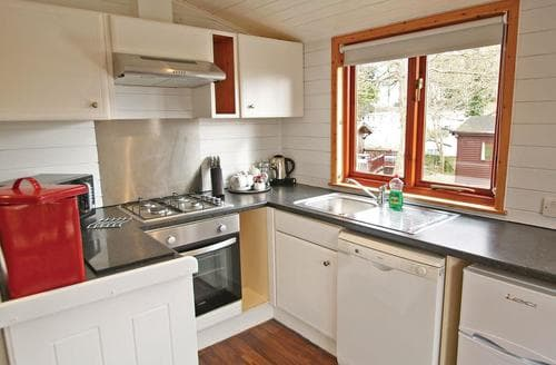 Last Minute Cottages - Attractive Milford On Sea Lodge S112001