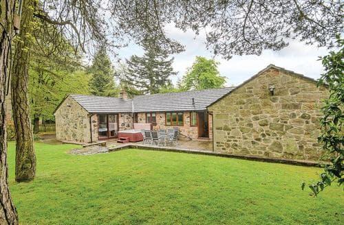 Last Minute Cottages - Woodland Spa