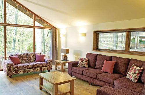 Last Minute Cottages - Tasteful Micheldever Lodge S112178